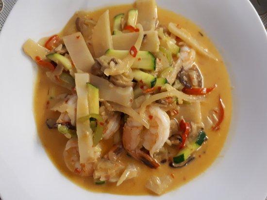 Saint-Martin-de-Crau, Γαλλία: Crevettes lait de coco curry