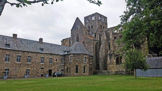 Hambye, France: Derrière l'Abbaye, dans le verger.