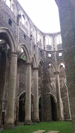 L'Abbaye de Hambye, ouverte sur le ciel