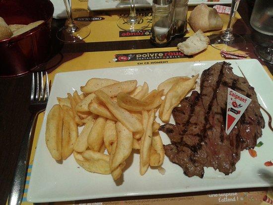 Saint-Quentin-sur-le-Homme, Fransa: Biefstuk met frieten en bearnaisesaus.