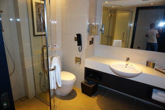 Sama Sama Hotel: Großes Badezimmer
