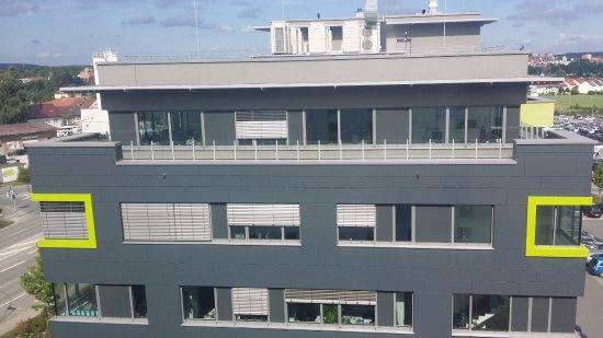 Schwabach, Alemania: Aussicht auf das gegenüberliegende Bürogebäude