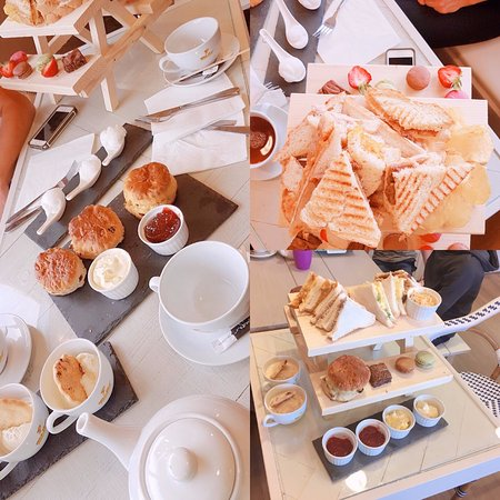 Seaham, UK: Quirky Afternoon Tea on mini picnic benches