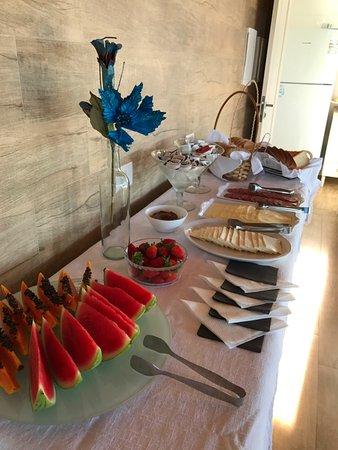 Ponta das Canas, SC : Desayuno: fruta fresca de estación.