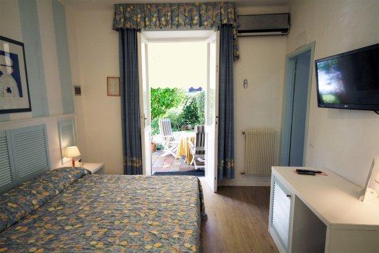 camera 6 al piano terra Bed & Breakfast Raffaelli Villino Limoni a Forte dei Marmi