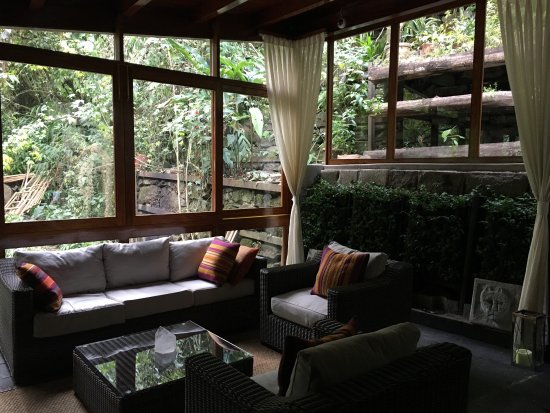 Sunroom on 2nd floor common area obr zok sumaq machu for Second floor sunroom