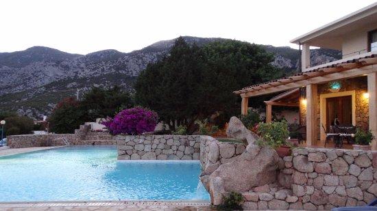 Hotel Villa Gustui Maris: Piscine