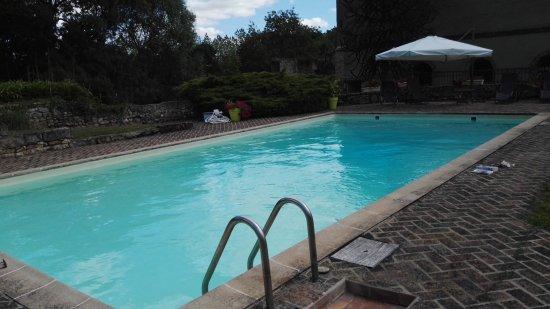 Le Lude, Frankrijk: buitenzwembad van het hotel