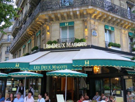 Cafe Les Deux Magots: Exterior of restaurant