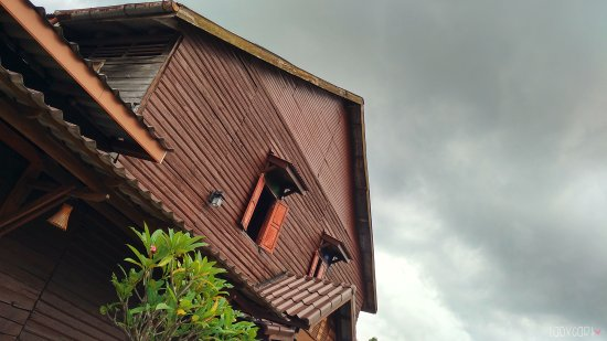 Lanta Old Town: Building
