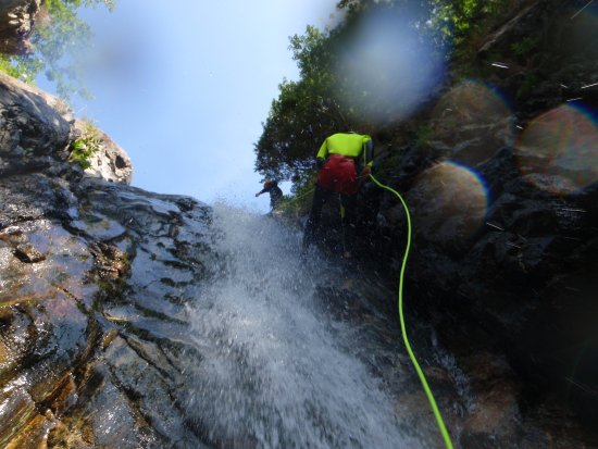 Vinci, Italy: abseiling, jumping, sliding... that's Canyoning,Toscana Adventure Canyoning team,Professional Gu