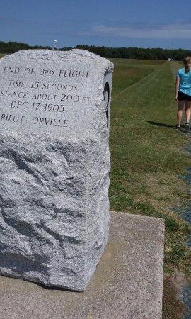 Kill Devil Hills, Carolina del Norte: Third flight 15 seconds 200 feet by Orville