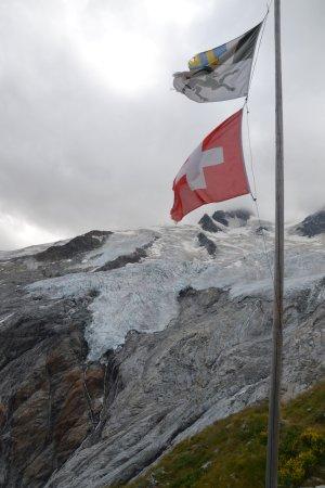 Samedan, Svizzera: Unterhalb von Gletscherzungen liegt die Chamanna Coaz