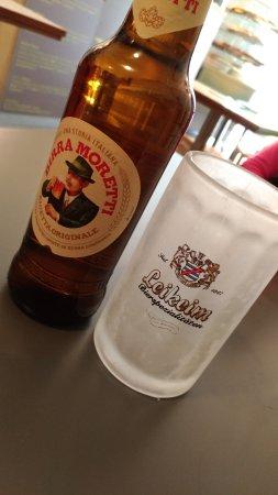 Pinsa: la birra e il bicchiere ghiacciato