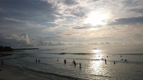 Krui Beach: MENDUNG DI JUKUNG