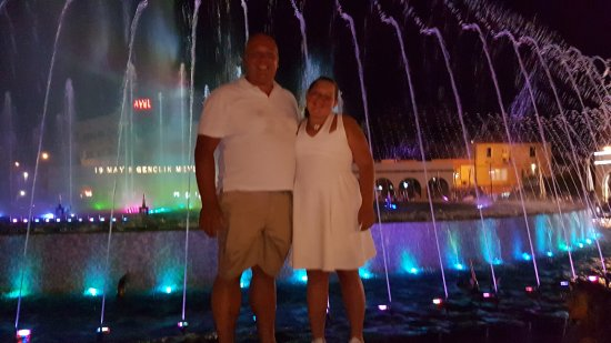 Dancing Fountains : 20170809_212206_large.jpg