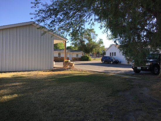 Moorcroft, WY: Our motel view from the back yard