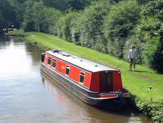 Heritage Narrow Boats: 'Etruria' at Bosley Locks