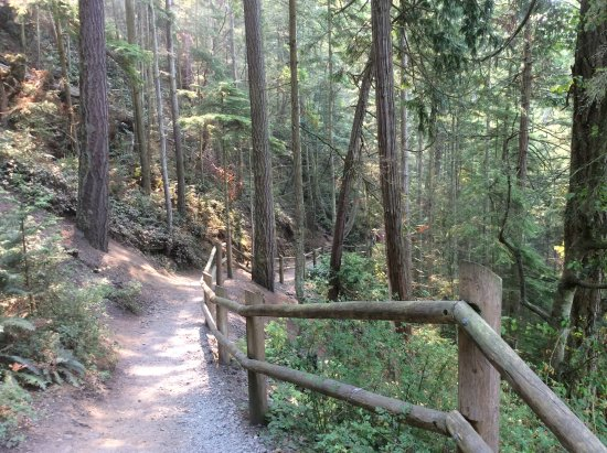 Oak Harbor, Waszyngton: Trail from North beach to bridge