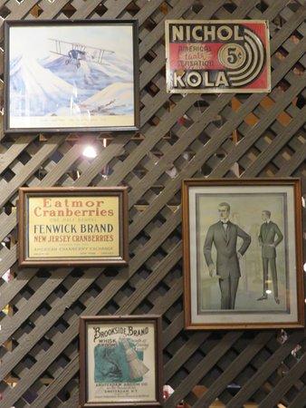 Seffner, Flórida: Interesting antique signs in Cracker Barrel restaurants