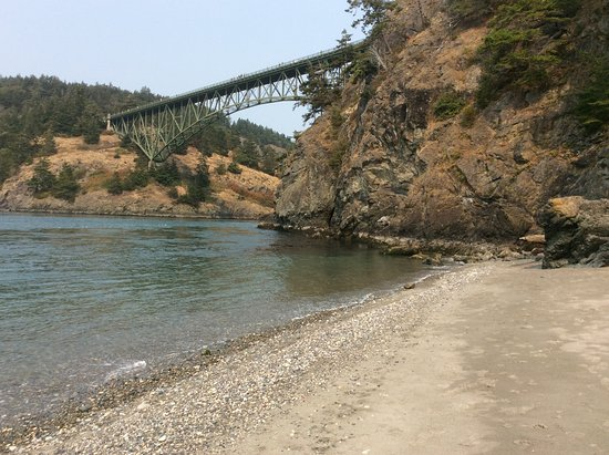 Oak Harbor, WA: North Beach looking up to Deception Pass Bridge