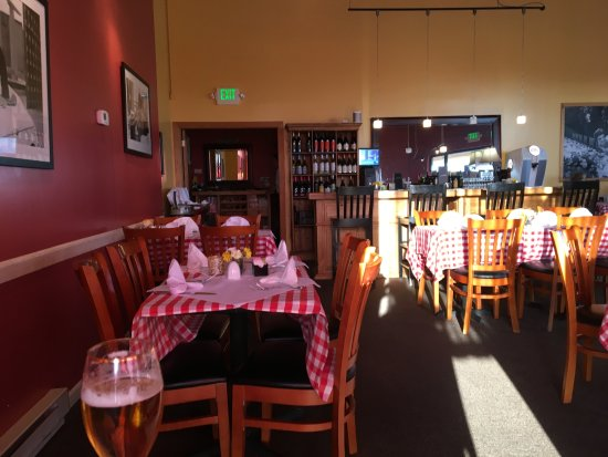 Longmont, Kolorado: Tables and bar layout