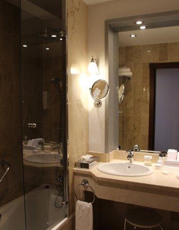 Blick ins Badezimmer - alles funktioniert! - Picture of Hotel Fuerte ...