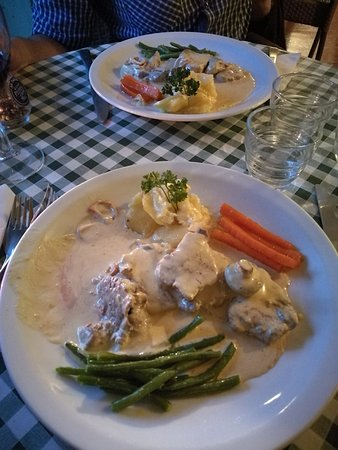 Steyning, UK: beef medallion in moustard sauce