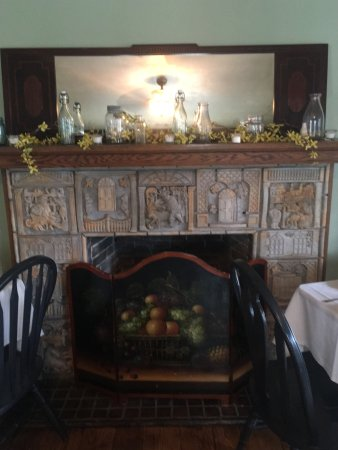 Bangor, PA: Quaint Fireplace in the dining room