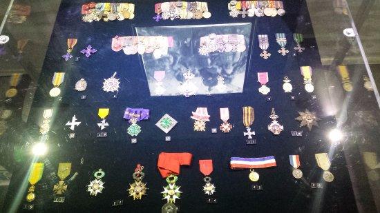 Muzeul National de Istorie a Romaniei : Medals from war.