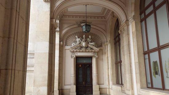 Muzeul National de Istorie a Romaniei : Beautiful sculptures above the door.