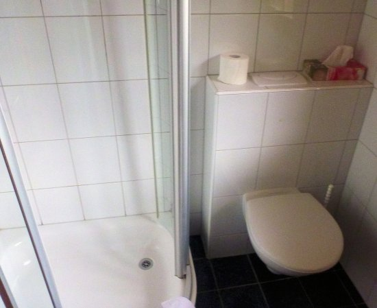 Hotel Silberhorn: Ванная комната в отеле Silberhorn.