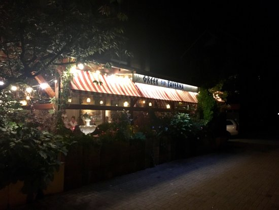 Costas Greek Taverna: photo0.jpg