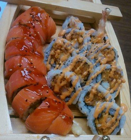 Goderich, كندا: Ultimate Spicy Salmon and Bizarr Boy Maki....