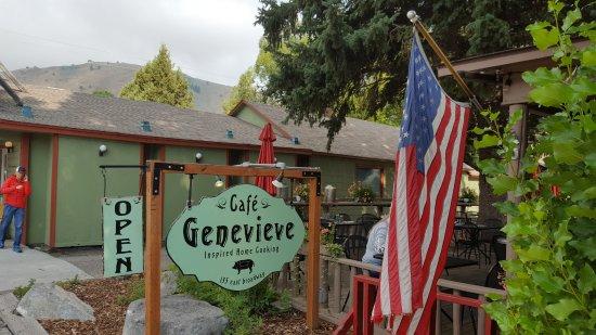Cafe Genevieve: Outside