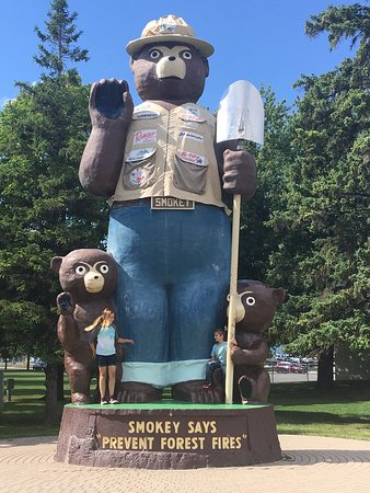 Smokey Bear park Photo