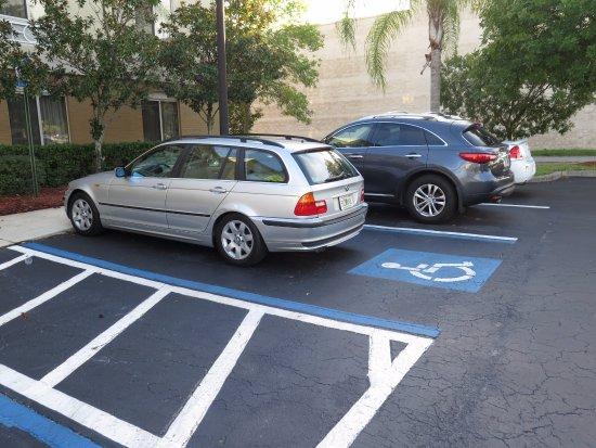 Holiday Inn Express Hotel & Suites Jacksonville South: El carro a la mano, si lo querías ver