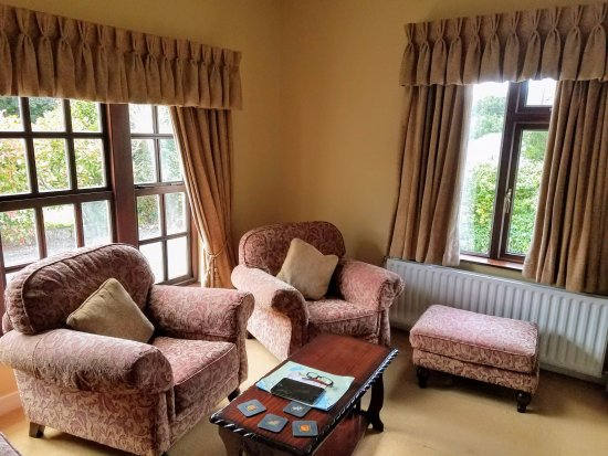 Whispering Pines B&B: Sitting room... nice for excursion planning
