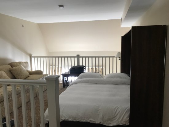 Kemble, แคนาดา: Upper Level Bedroom, Inn at Cobble Beach, Manitou Room