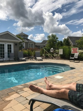 Kemble, Canadá: Small Outdoor Pool off Main Inn
