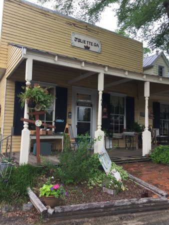 Juliette, GA: Outside view.