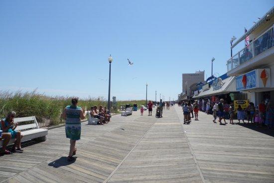 Rehoboth Beach Boardwalk: Strolling!