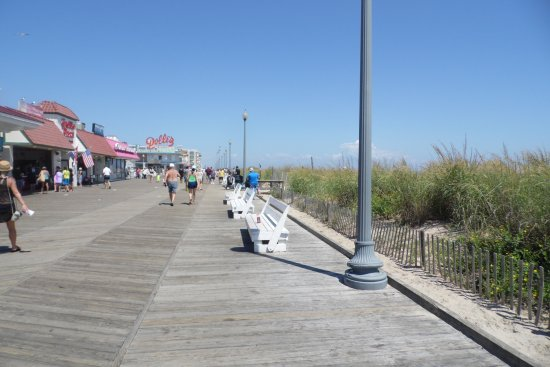 Rehoboth Beach Boardwalk: Fun place to be!
