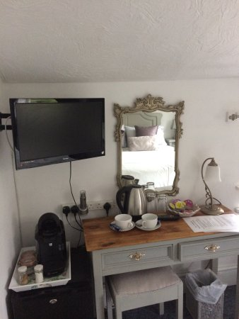 Sandford, UK: The small double room great just for a short stay.