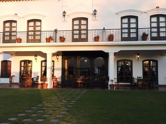 Patios de Cafayate Wine Hotel: Galería del lobby