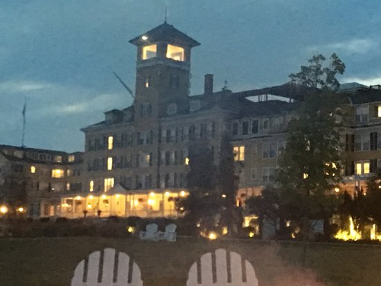 Whitefield, NH: Hotel in the evening