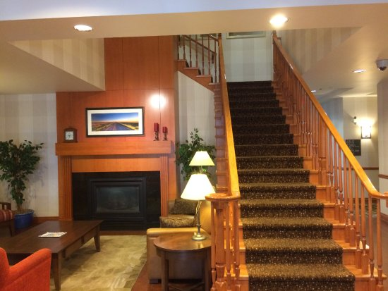 Country Inn & Suites by Radisson, Calgary-Airport, AB: Stairway to the second floor