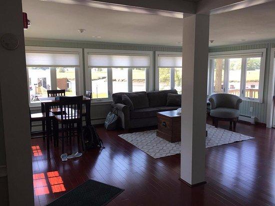Shea's Riverside Inn & Motel: King Suite