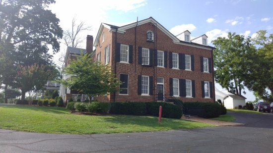 Warrenton, VA: the home where the room is located is beautiful and it was an actual Intelligence headquarters!