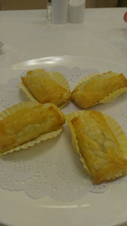 Xian County, Chine : Delicate and flaky Sweet Potato Puffs